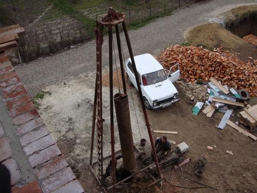 Ударно канатная установка для бурения скважины