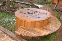 Деревянная крышка для скважины