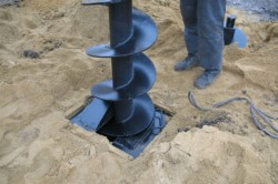Способ бурения скважины на воду с помощью шнека